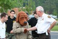 Sheriff Chris Curry welcomes McGruff to National Night Out